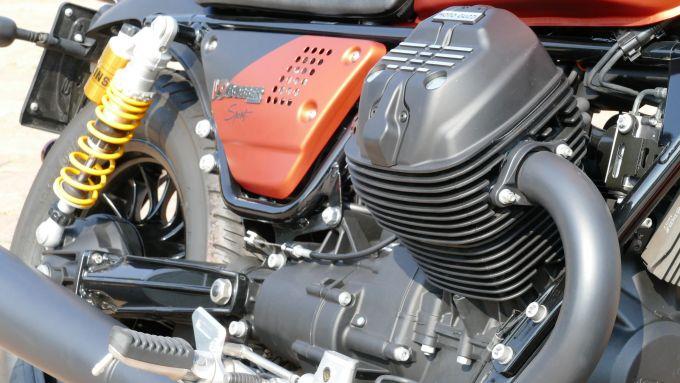 Moto Guzzi V9 Bobber Sport: il motore