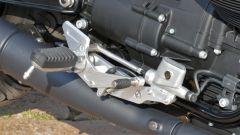 Moto Guzzi V9 Bobber Sport: la pedana destra