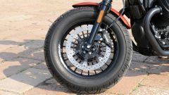 Moto Guzzi V9 Bobber Sport: ruota e freni anteriori