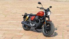 Moto Guzzi V9 Bobber Sport: vista 3/4 anteriore