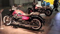 Moto Guzzi V9 Romer, con le nuove pedane arretrate si guida meglio di prima