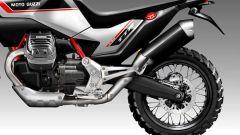 Moto Guzzi V90 TTR: escluso il grosso bicilindrico, sella, scarico, cerchi e gomme ricordano una enduro specialistica