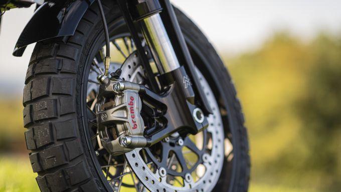 Moto Morini Super Scrambler 1200: ottime le gomme Pirelli Scorpion Rally STR