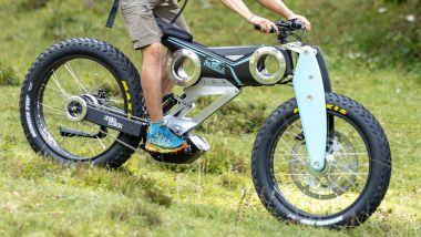 Moto Parilla Carbon, in azione su sentieri di montagna
