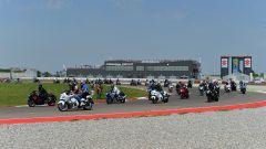 Moto Suzuki in pista durante i Suzuki Days