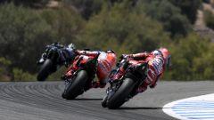 Moto2 Spagna 2020, Jerez: Vinales (Yamaha) in seguito dalle Ducati di Miller e Dovizioso