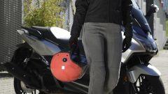 Motogirl Melissa Jeggins grigio