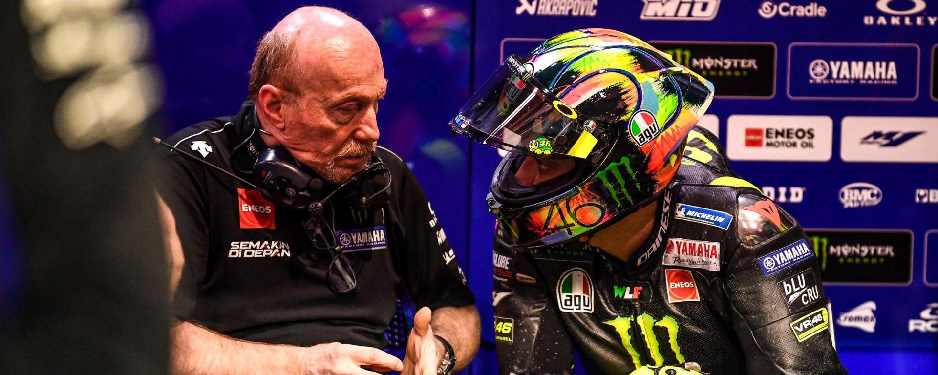 MotoGP 2019, Valentino Rossi a colloquio con il suo capotecnico Silvano Galbusera (Yamaha)