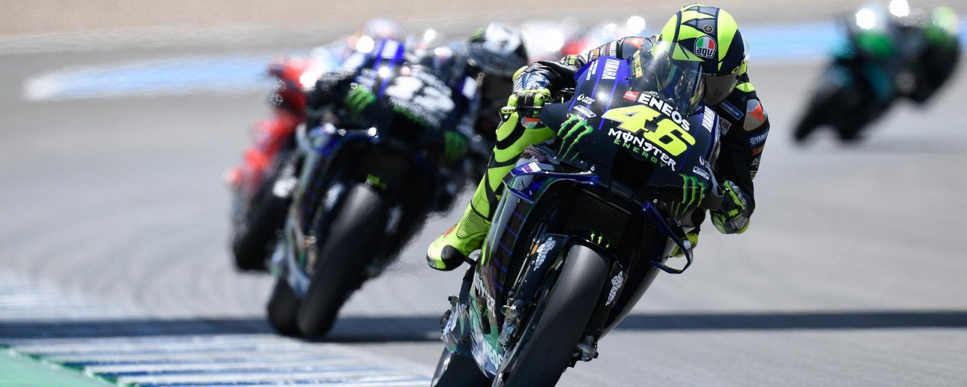 MotoGP 2020, Valentino Rossi guida il gruppo in Andalusia