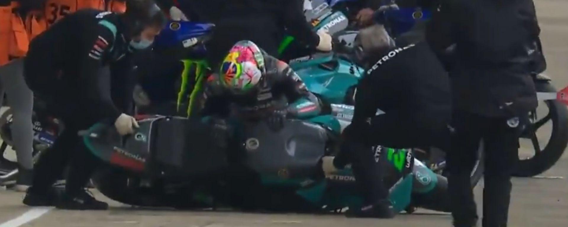 MotoGP 2021: Franco Morbidelli dolorante nella corsia box di Le Mans