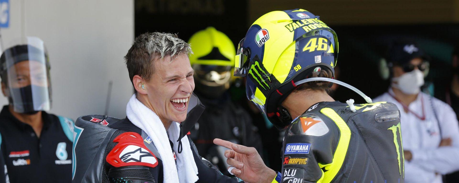 MotoGP Andalusia 2020, Jerez: Valentino Rossi (Yamaha) e Fabio Quartararo, insieme prima del podio
