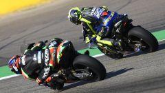 MotoGP Aragona 2019, Alcaniz, Valentino Rossi (Yamaha) infilato da Aleix Espargaro (Aprilia)