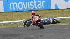 MotoGP Argentina 2018, Marquez fa cadere Rossi