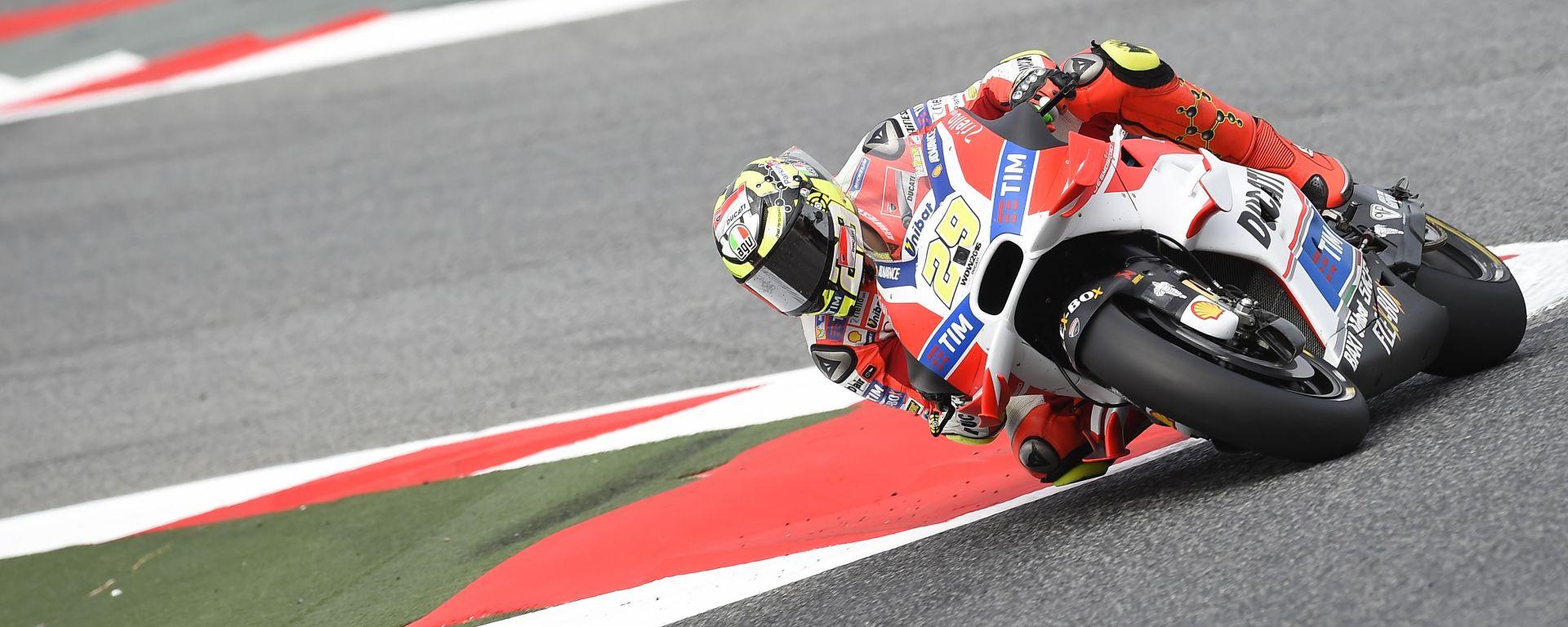MotoGP Assen 2016: Andrea Iannone il più veloce, ma Valentino Rossi è a 4 millesimi