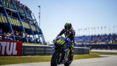 MotoGP Assen, Quartararo in pole davanti a Vinales. 14° Rossi - Immagine: 6