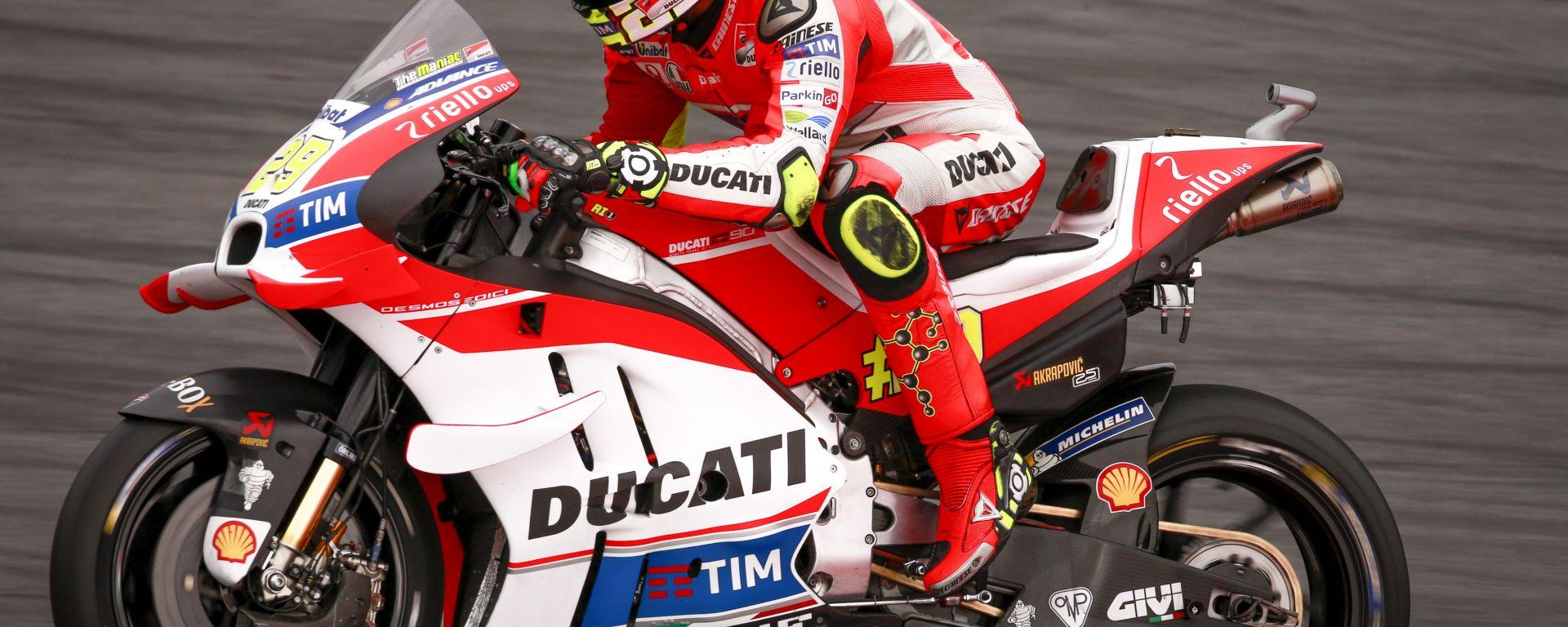 MotoGP Austria 2016: prima fila tutta italiana, Andrea Iannone in pole davanti a Rossi e Dovizioso