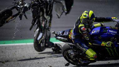 MotoGP Austria 2020: Incidente Zarco-Morbidelli, la moto di Morbidelli sfiora Valentino Rossi