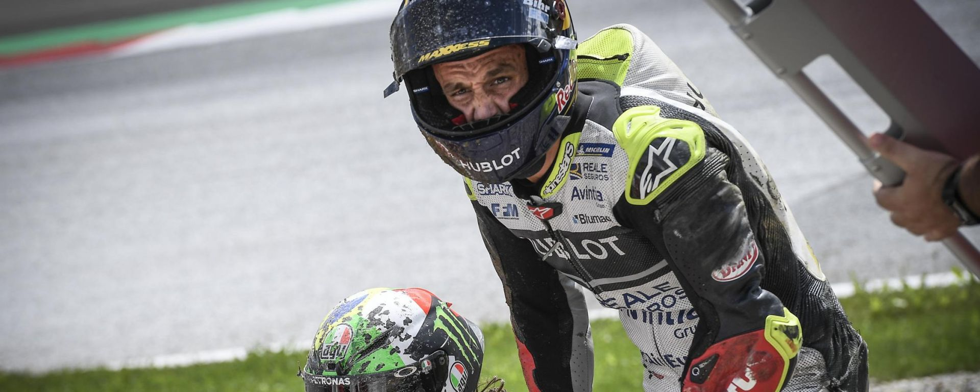 MotoGP Austria 2020, Spielberg: Franco Morbidelli (Yamaha) e Johann Zarco (Ducati) dopo l'incidente