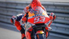MotoGP Gran Bretagna 2021, FP1: Marquez prima domina, poi cade