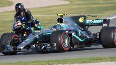 Scambio Rossi-Hamilton, Mercedes-Yamaha, il video onboard di Valentino Rossi e Lewis Hamilton
