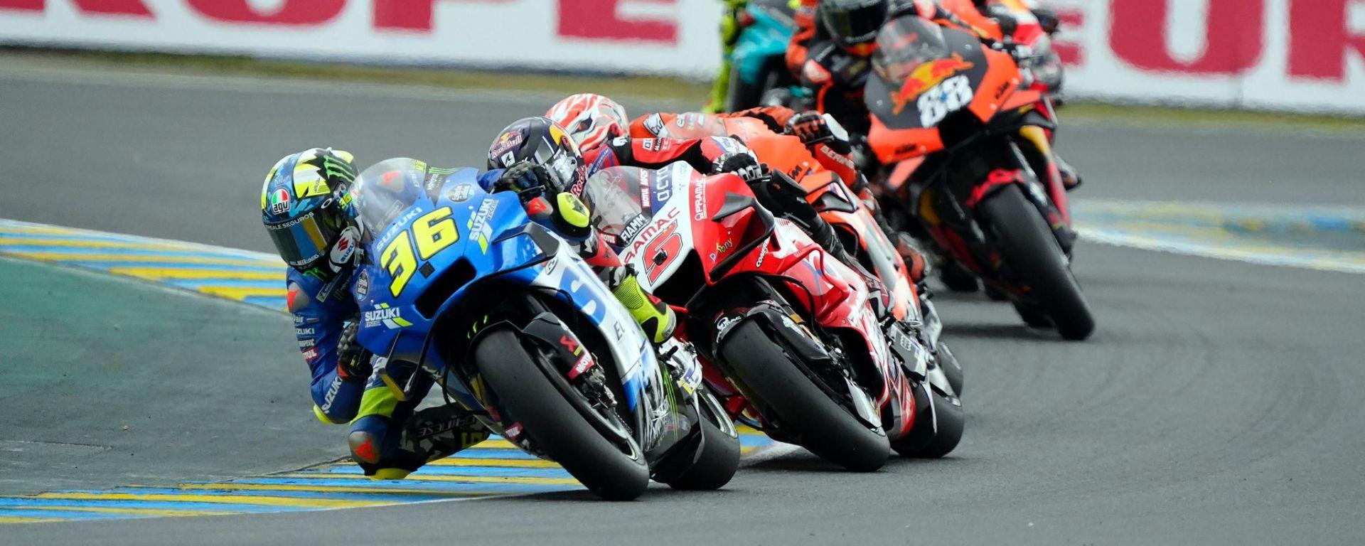 MotoGP, GP Francia 2021: Joan Mir nelle prime fasi di gara