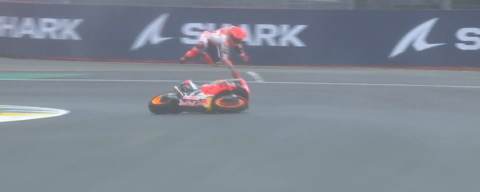 MotoGP, GP Francia 2021: la prima caduta di Marc Marquez
