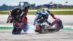 MotoGP Gran Bretagna 2019, il tremendo incidente tra Andrea Dovizioso (Ducati) e Fabio Quartararo (Yamaha)