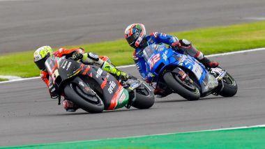 MotoGP Gran Bretagna 2021, Silverstone: Aleix Espargarò (Aprilia), Alex Rins (Suzuki)