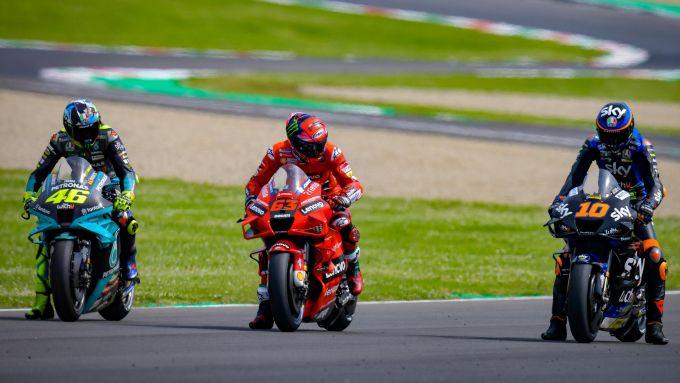 MotoGP Italia 2021, Mugello: Francesco Bagnaia (Ducati) tra Valentino Rossi (Yamaha) e Luca Marini