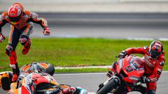MotoGP Malesia 2019, Sepang: Marc Marquez (Honda) vola per terra in scia a Quartararo e davanti a Petrucci