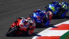 MotoGP Portogallo 2021, Portimao: Johann Zarco (Ducati) nelle prime fasi di gara davanti a Rins e Mir (Suzuki)