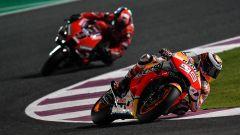 MotoGP Qatar 2019, Jorge Lorenzo (Honda) seguito da Danilo Petrucci (Ducati)