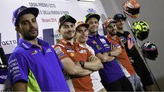 Misano: Rossi nega la mano a Marquez. Lorenzo critica entrambi - Immagine: 2