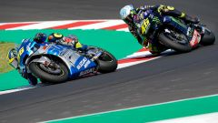 MotoGP San Marino 2020, Joan Mir supera Valentino Rossi all'ultimo giro