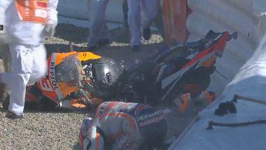 MotoGP Spagna 2021, un fotogramma della caduta di Marc Marquez nelle FP3 di Jerez