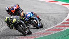 MotoGP Stiria 2020, Spielberg: Valentino Rossi (Yamaha) inseguito da Alex Rins (Suzuki) e Iker Lecuona (KTM)