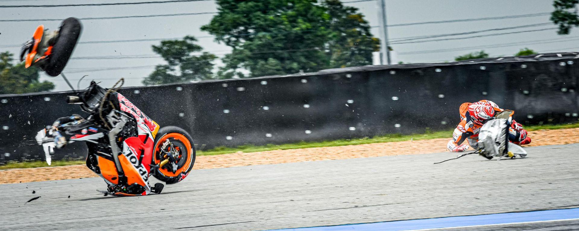 MotoGP Thailandia 2019, Buriram: la spettacolare caduta di Marc Marquez (Honda)