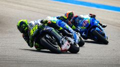 MotoGP Thailandia 2019, Buriram: Valentino Rossi (Yamaha) davanti alle Suzuki di Mir e Rins