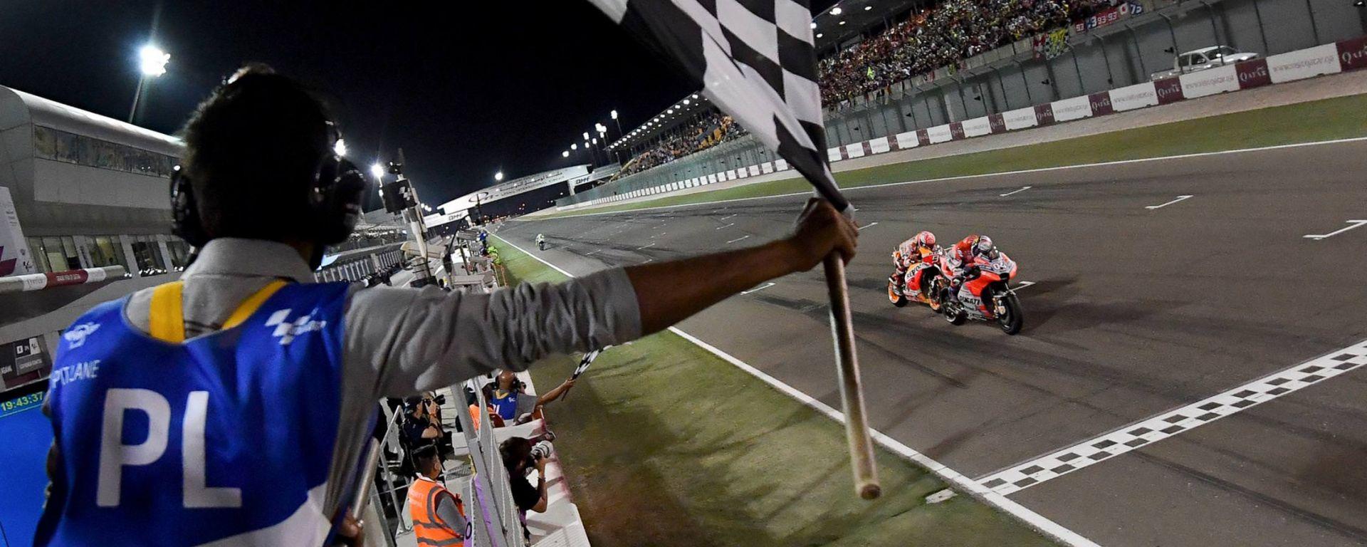 Motomondiale: l'arrivo del GP del Qatar 2018 classe MotoGP, Dovizioso (Ducati) beffa Marquez (Honda)