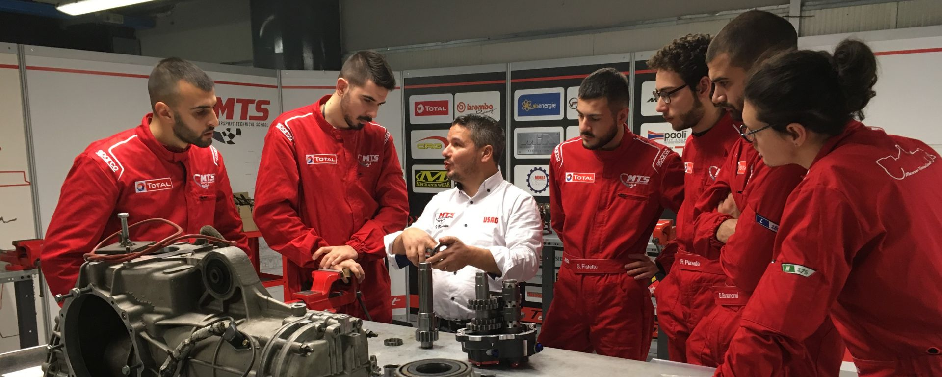 Motorsport Technical School: i ragazzi in aula