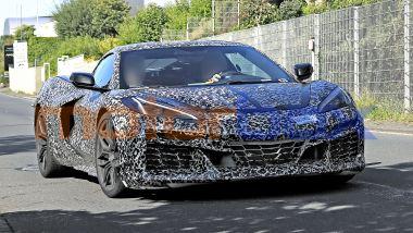 Muletto della Chevrolet Corvette E-Ray hybrid, la carrozzeria allargata è simile a quella della Z06