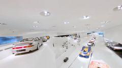 Museo Porsche: la telecamera vola fra le auto esposte