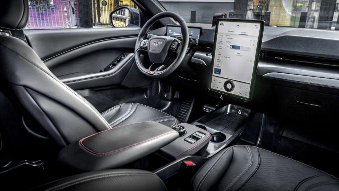 Mustang Mach-E vista da dentro