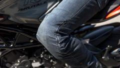 MV Agusta Brutale 800 RR SCS 2021: il jeans Ixon Mike