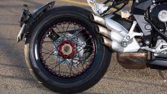 MV Agusta Dragster RR, belle ma delicate le ruote a raggi