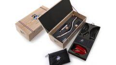 MV Agusta F4 RC 2018, l'esclusivo kit dedicato viene fornito in una elegantissima scatola di legno