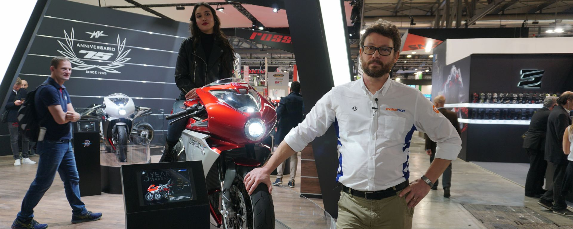MV Agusta Superveloce 800 a EICMA in veste definitiva. Video