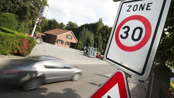 Nella maggior parte delle strade di Bruxelles ora il limite è 30 km/h