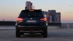 Nella Suzuki S-Cross il paraurti è alto e fuoristradistico
