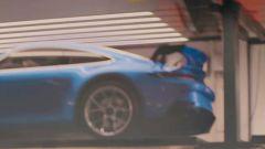 Nella zona posteriore della 992 GT3 c'è un alettone in bella mostra